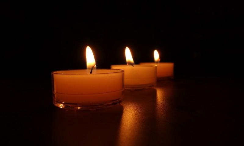 candles-488584_1280.jpg