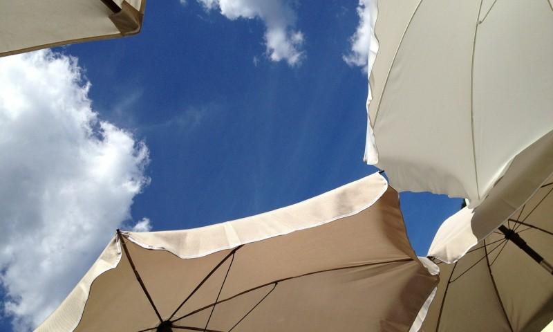 parasol-431532_1280.jpg